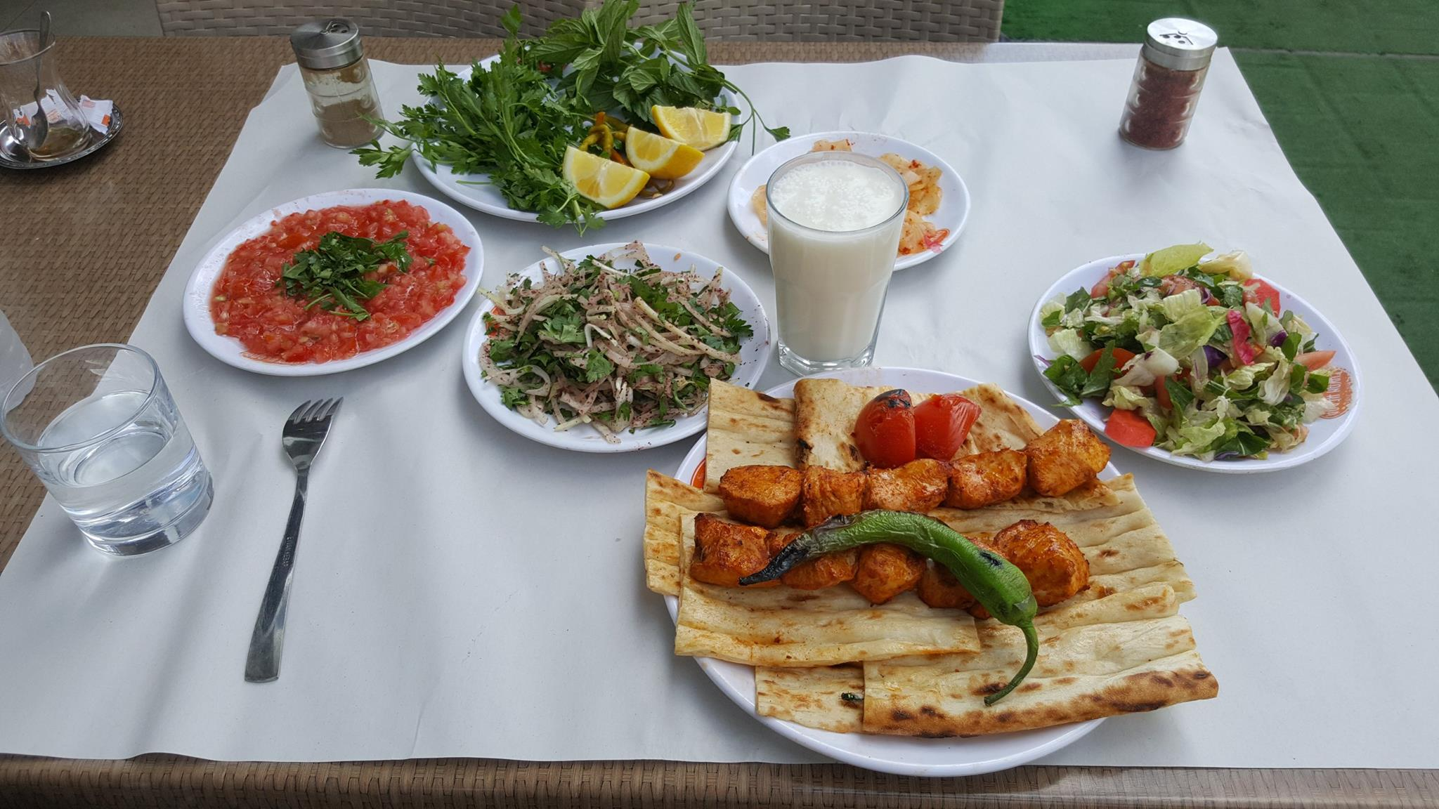 Why you don't need to order salad in Turkish restaurant