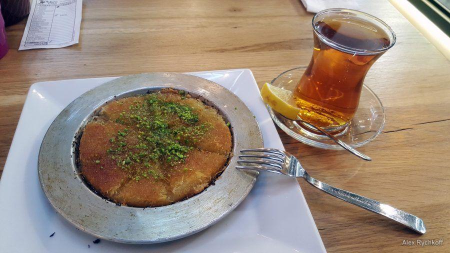 Künefe and tea