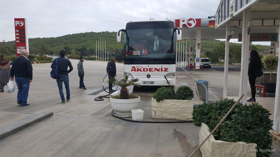 Washing of the Güney Akdeniz Seyahat bus on the road from Mersin to Alanya