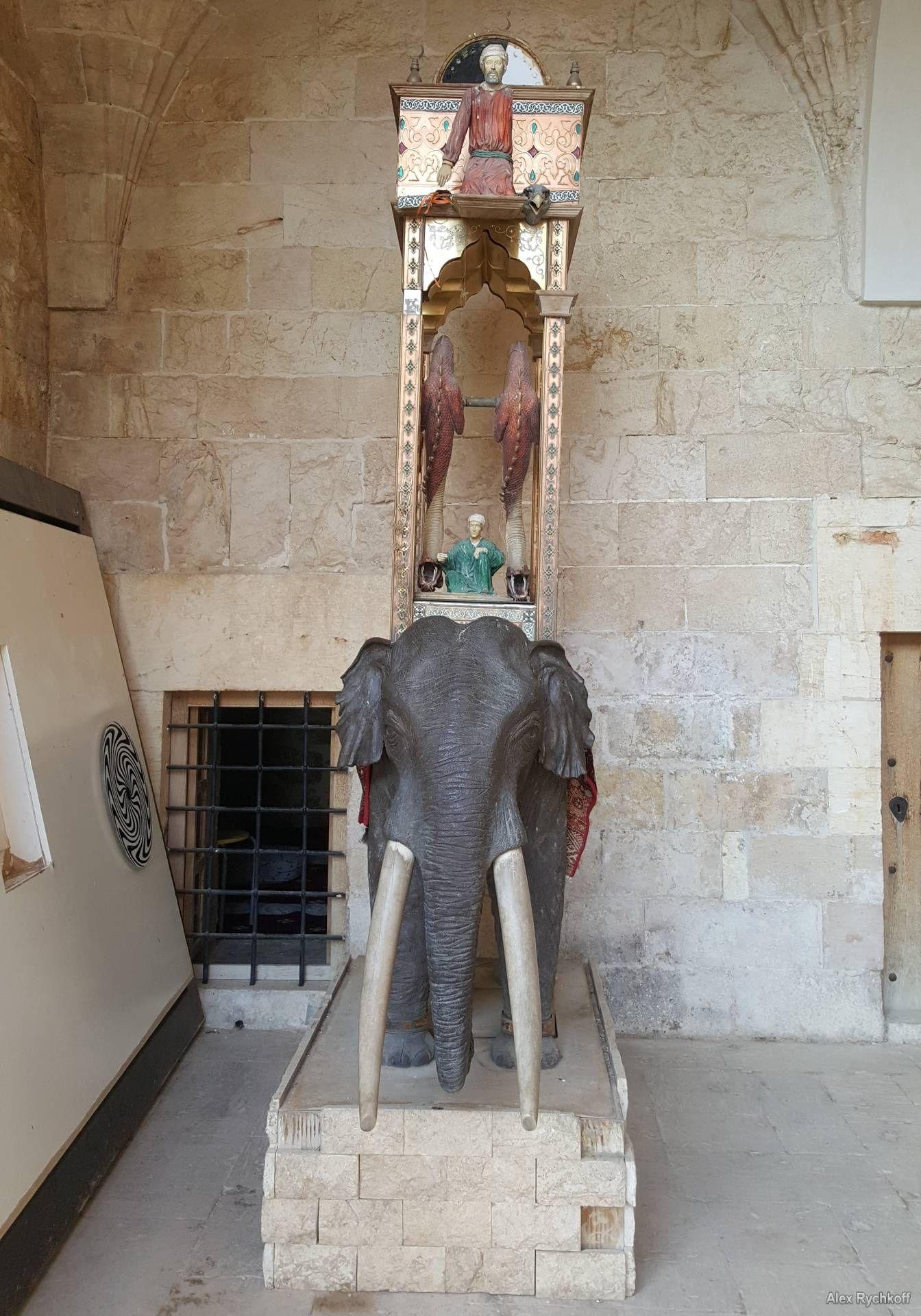 An elephant clock