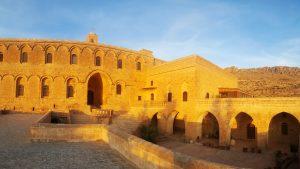 Ассирийский монастырь Дейрулзафаран в окрестностях Мардина
