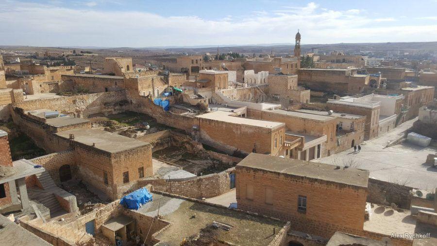 Вид на старый город со смотровой площадки Midyat Konuk Evi