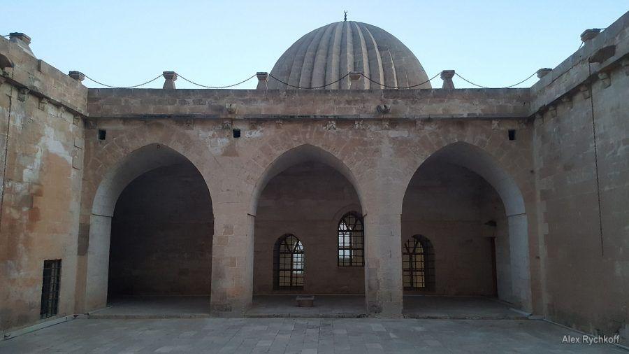 Zinciriye (Sultan İsa) Madrasa