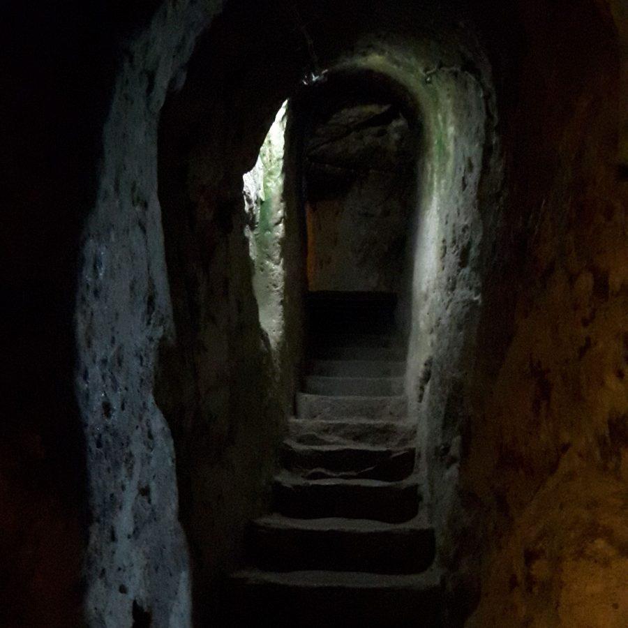 Один их проходов между уровнями подземного города