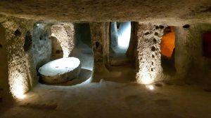 Подземные города Каппадокии: кто, как и зачем их вообще строил?